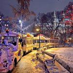Christmas in Austria: Mask-Less Austrians Reject Lockdown, Flood Festive Markets & Shops