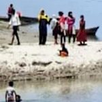 200 Indian Villagers Jump Into Saryu River to Avoid Forceful COVID-19 Vaccination