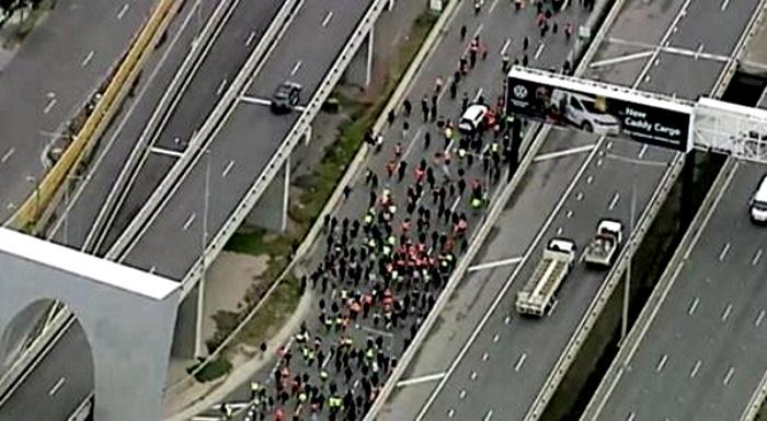 20,000 Shut Down Melbourne Highway In Massive Lockdown Protest Aussie3_0